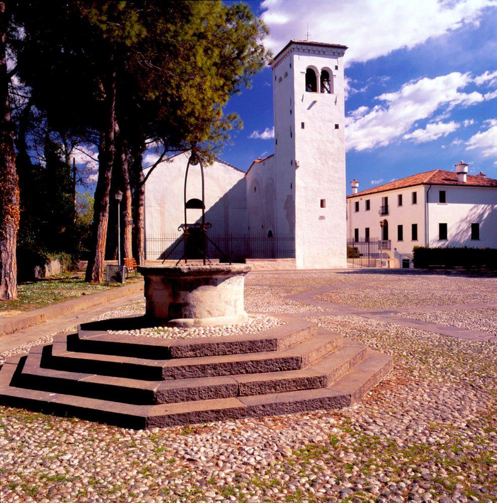 Piazzale del castello - Chiesetta di S. Orsola