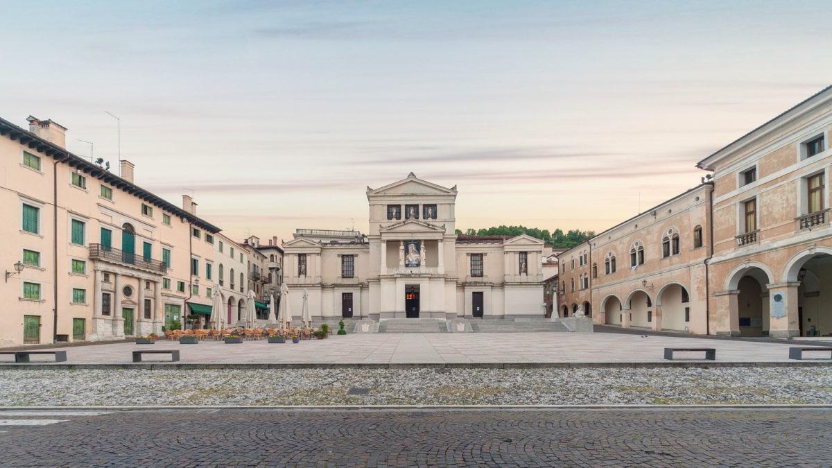 Piazza Cima und  Accademia Theater